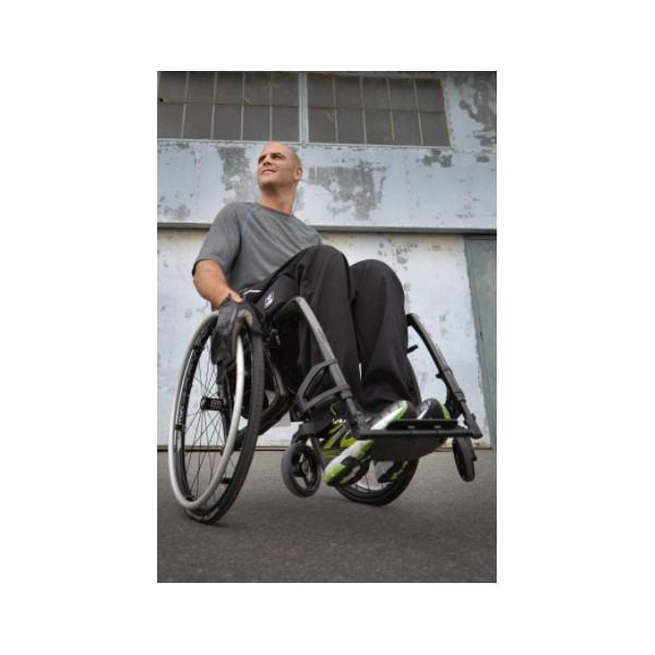 fauteuil roulant pliant ultra l ger v loce motioncomposites la maison andr viger. Black Bedroom Furniture Sets. Home Design Ideas
