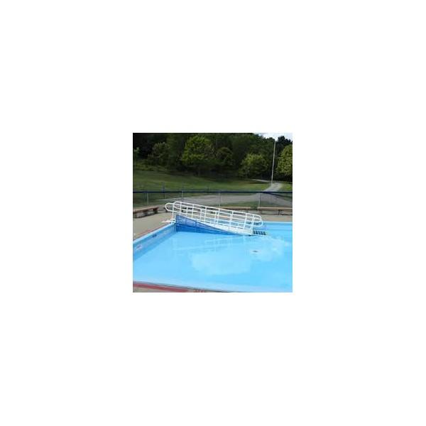 Rampe d 39 acces pour la piscine la maison andr viger for Piscine pour handicape moteur